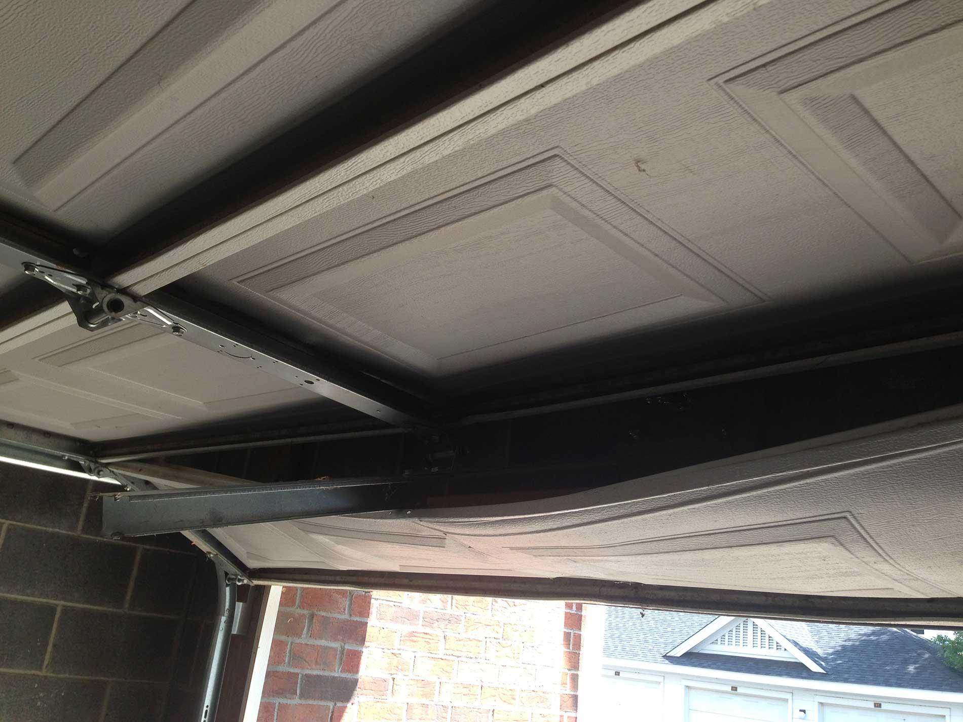 Garage door replacement: 3 factors you need to consider